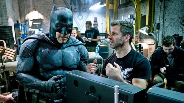 Regisseur Zack Snyder und Ben Affleck am Set von Batman v. Superman.